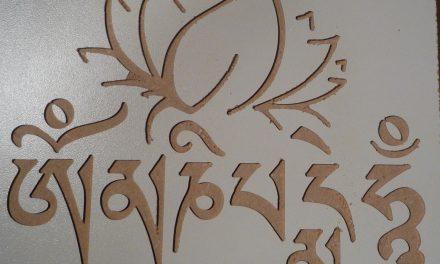 Graver des écritures avec des matériaux bicouches